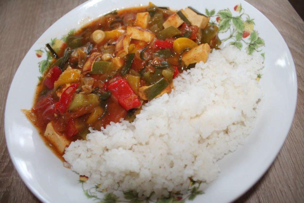 Vegan čínská směs s rýží