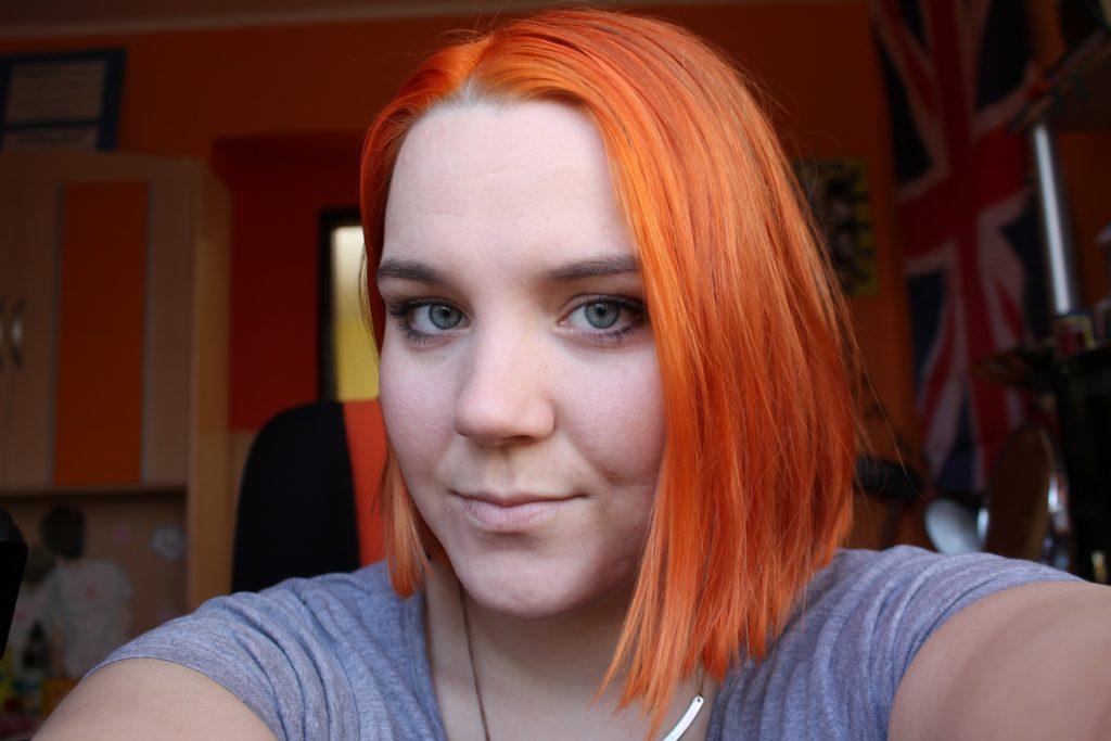 orange bobbed