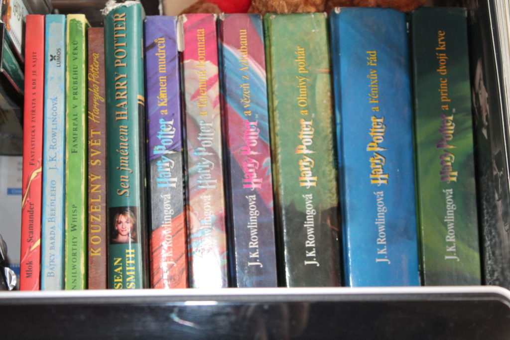 harry potter bookcase book kniha knihovna annie libary